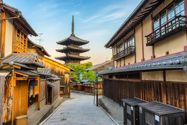 Yasaka pagode dans une rue traditionnelle, kyoto