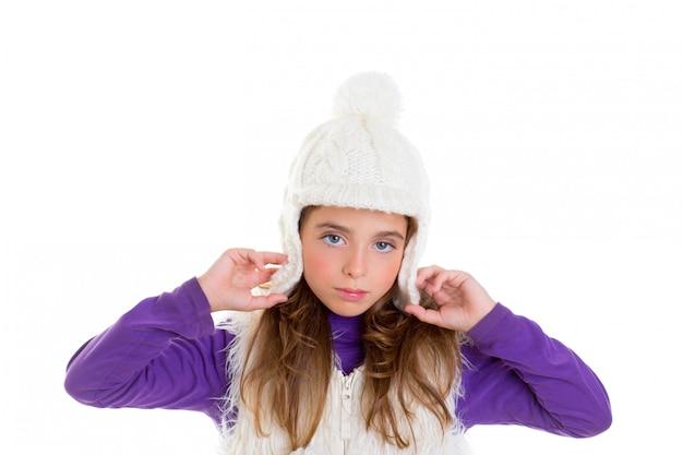 Yeux bleus enfant kid fille avec fourrure de bonnet d'hiver blanc