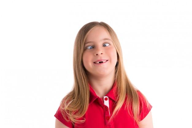 Yeux croisés fille blonde drôle geste d'expression