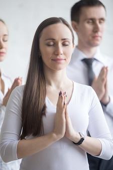 Yoga au lieu de travail