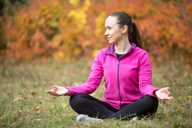Yoga d'automne: méditation de la nature