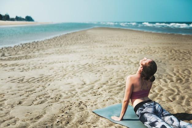 Yoga bien-être spiritualité exercice méditation concept de soins de santé