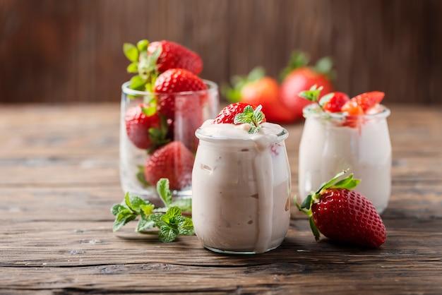 Yougurt sain à la fraise