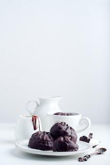 Zéphyr au chocolat et tasse de café