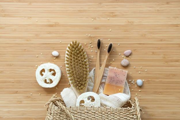 Zéro déchet, outils de salle de bain organiques naturels. pas de vie sans plastique. soins de la peau écologique, concept de traitement corporel.