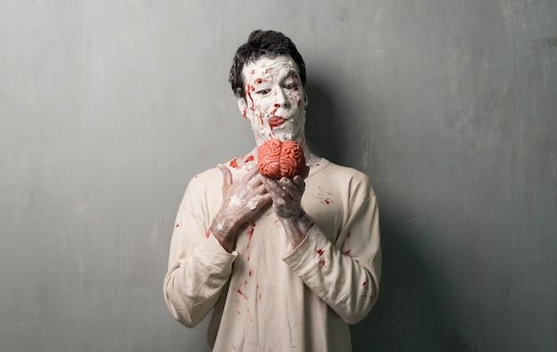 Zombie terroriste mangeant un cerveau. vacances d'halloween
