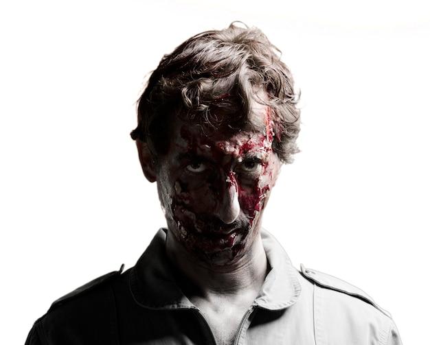 Zombie avec le visage sombre
