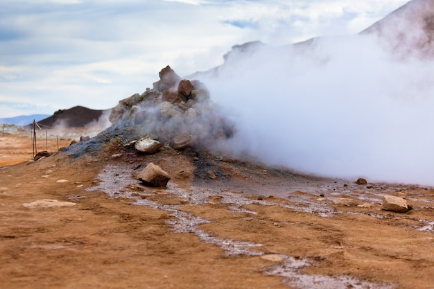Zone géothermique hverir, islande. prise de vue horizontale