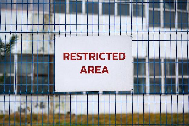 Zone réglementée, personnel autorisé uniquement, avertissement de sécurité aucun signe d'intrusion