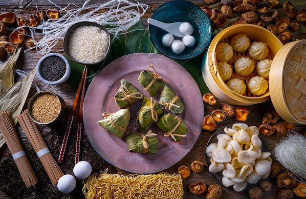 Zongzi rice dumplings pains au porc nouilles shiitake
