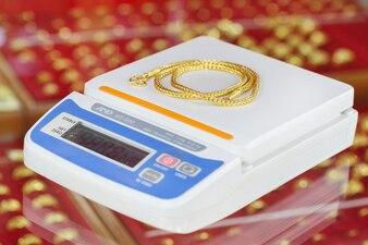 Balances numériques pour peser le collier en or