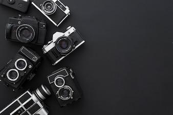 Caméras sur fond noir