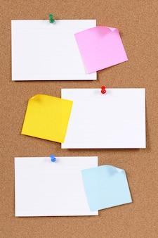 Cartes d'index et notes collantes