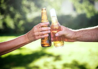 Cheers Beer Alcool Célébration Outdoors Toast Concept