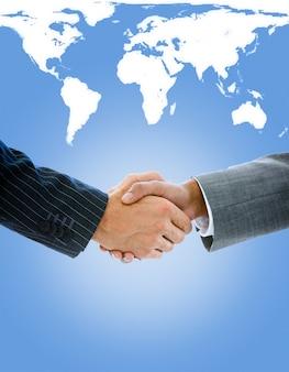Close-up d'un homme d'affaires se serrant la main