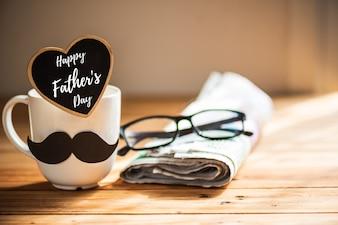 Concept de fête des pères heureux sur fond de table en bois.