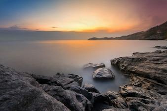 Coucher de soleil mer rock