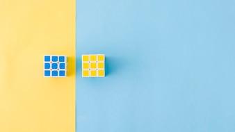 Cubes de puzzle en composition