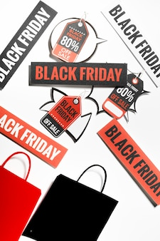 Étiquettes colorées avec des signes de vendredi noir