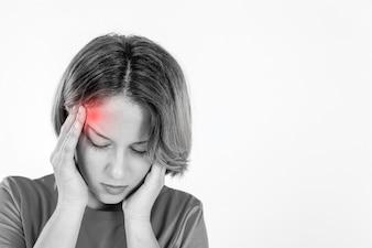 Femme avec la migraine