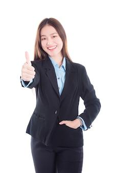Femme d'affaires en costume noir montrant le pouce en haut