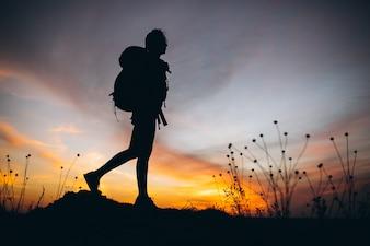 Femme, randonnée, montagnes