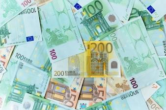 Fond d'argent en euros. De nombreux billets de banque en euro