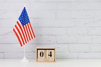 Fond de jour de l'indépendance des Usa avec calendrier en bois