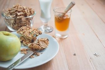 Granola, yaourt et fruits Petit déjeuner délicieux