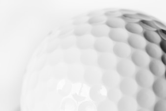 Gros plan d'une balle de golf