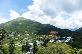 HONG KONG NGONG PING 26 juillet 2018: téléphérique longue distance à travers la montagne à Hong