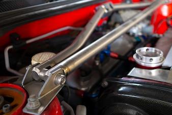 Image de la barre avant de la voiture pour une conduite performante et stable