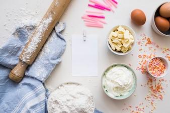 Ingrédients de gâteau d'anniversaire