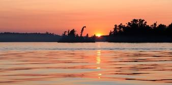 Lac au coucher du soleil, lac des bois, Ontario, Canada
