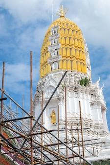 Le temple Phra Si Rattana Mahathat du temple est une pagode de temple bouddhiste à Phitsanulok
