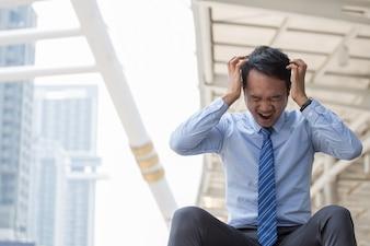 Les hommes d'affaires sont stressés.