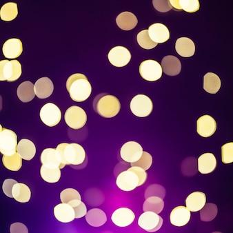 Lumières de gros plan sur fond violet