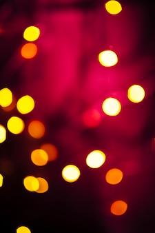 Lumières sur fond rouge et noir