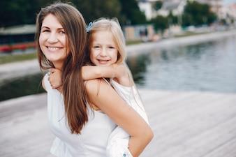 Mère avec petites filles