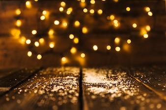 Neige décorative sur planche de bois