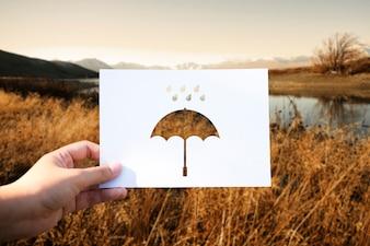Parapluie de papier perforé saison des pluies