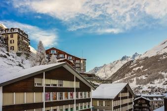 Paysage d'hiver vue des maisons et du vieux village de Zermatt