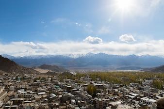 Paysage désertique sur l'autoroute Leh à Himalaya, en Inde