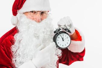Père Noël pointant sur l'horloge