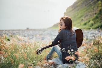 Portrait Asie femme avec guitare