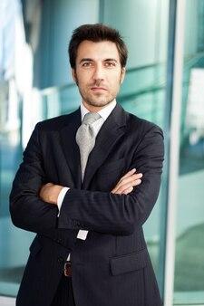Portrait d'un homme d'affaires beau