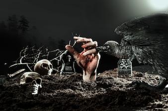 Raven Raven mordre la main de zombie au cimetière d'Halloween
