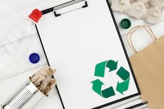 Recycler le concept avec le presse-papiers