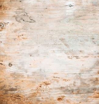 Surface rugueuse de la table en bois
