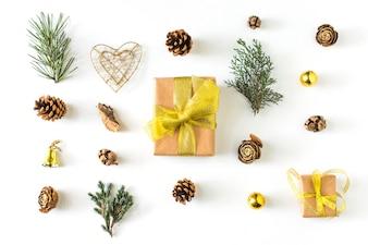 Symboles d'hiver autour du cadeau